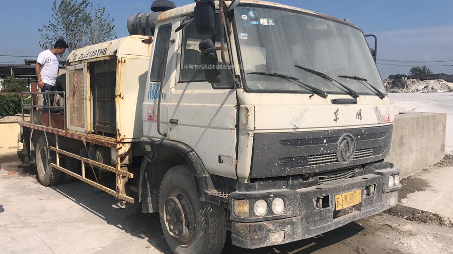 2010年中联重科车载泵,东风底盘