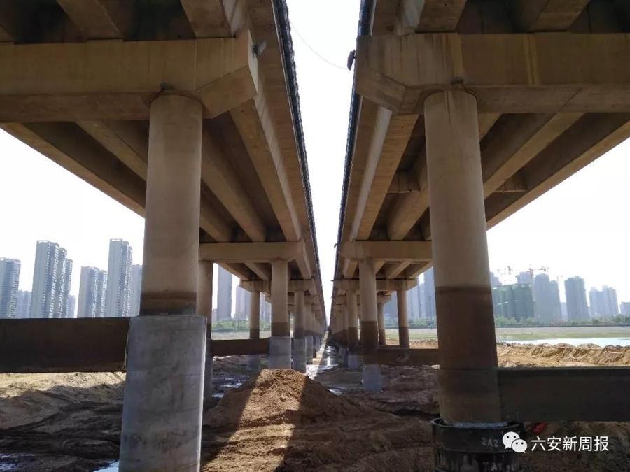 即对桥梁桩基裸露,风化等问题采用凿除清洗,锈蚀钢筋补强,浇筑砼补强
