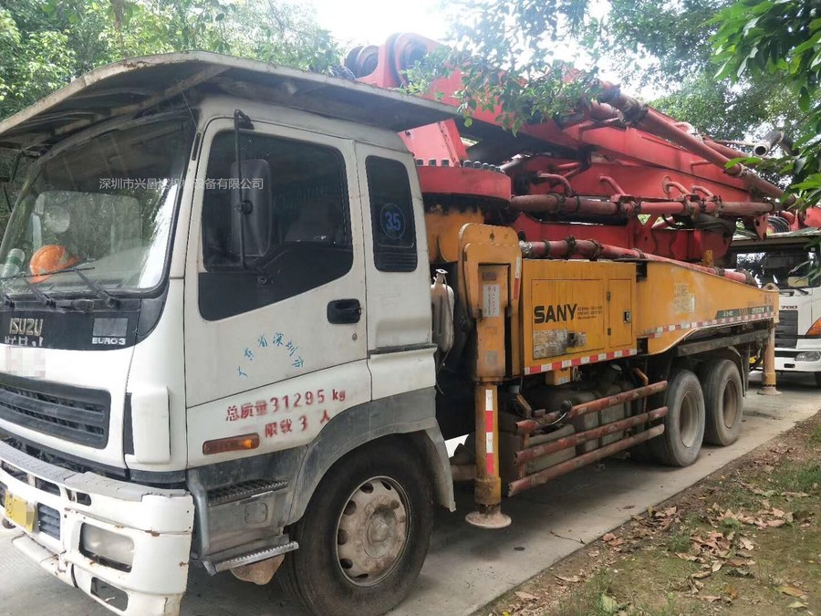 廣東深圳兩臺2010年37米和40米三一重工泵車,五十鈴底盤