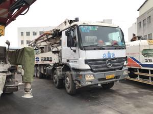 2007年绿标45米五节臂中联重科泵车,奔驰4141底盘