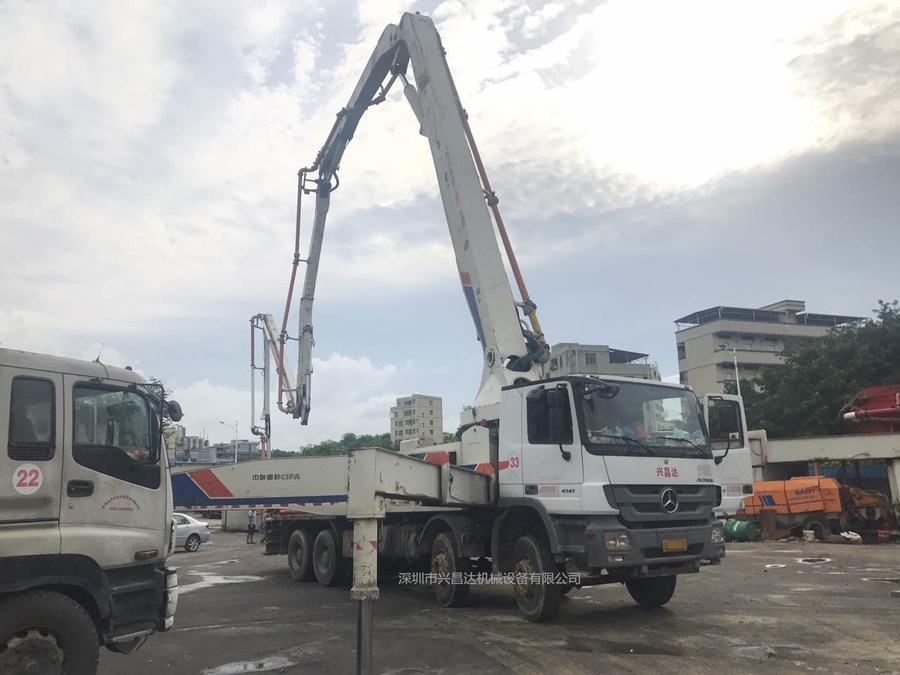 2012年9月份52米中联重科泵车,奔驰底盘