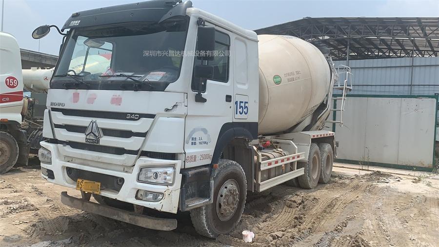 深圳一批2018年大12方國五中集上裝,重汽豪沃底盤攪拌車