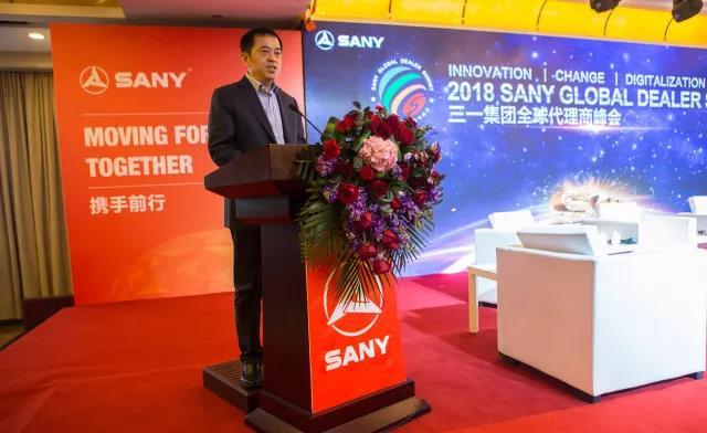 在2018年全球代理商峰會主會場上,向文波作了主旨發言