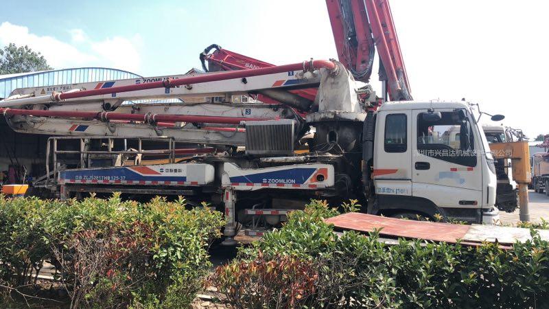 2010年37米中联重科泵车,五十铃底盘