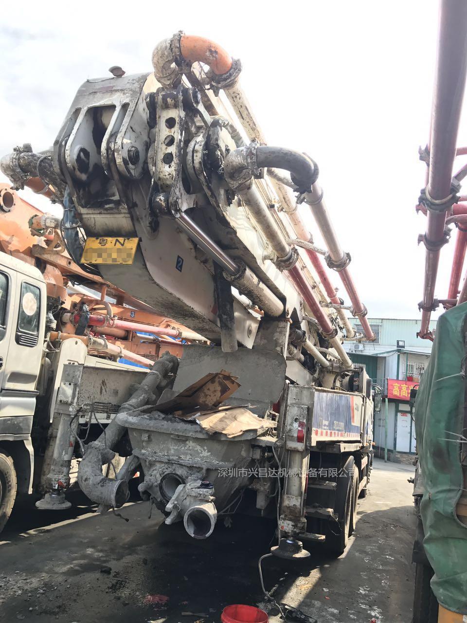 2012年绿标47米三桥中联重科泵车,五十铃底盘