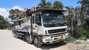2011年46米6节臂中联重科泵车,五十铃底盘