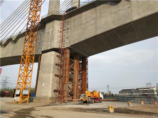 公司設備租賃分公司利用混凝土車載泵順利澆筑大張鐵路智家堡御河特大橋連續梁混凝土