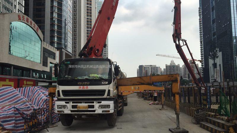 2010年11月份五节臂43米三一重工泵车,五十铃底盘