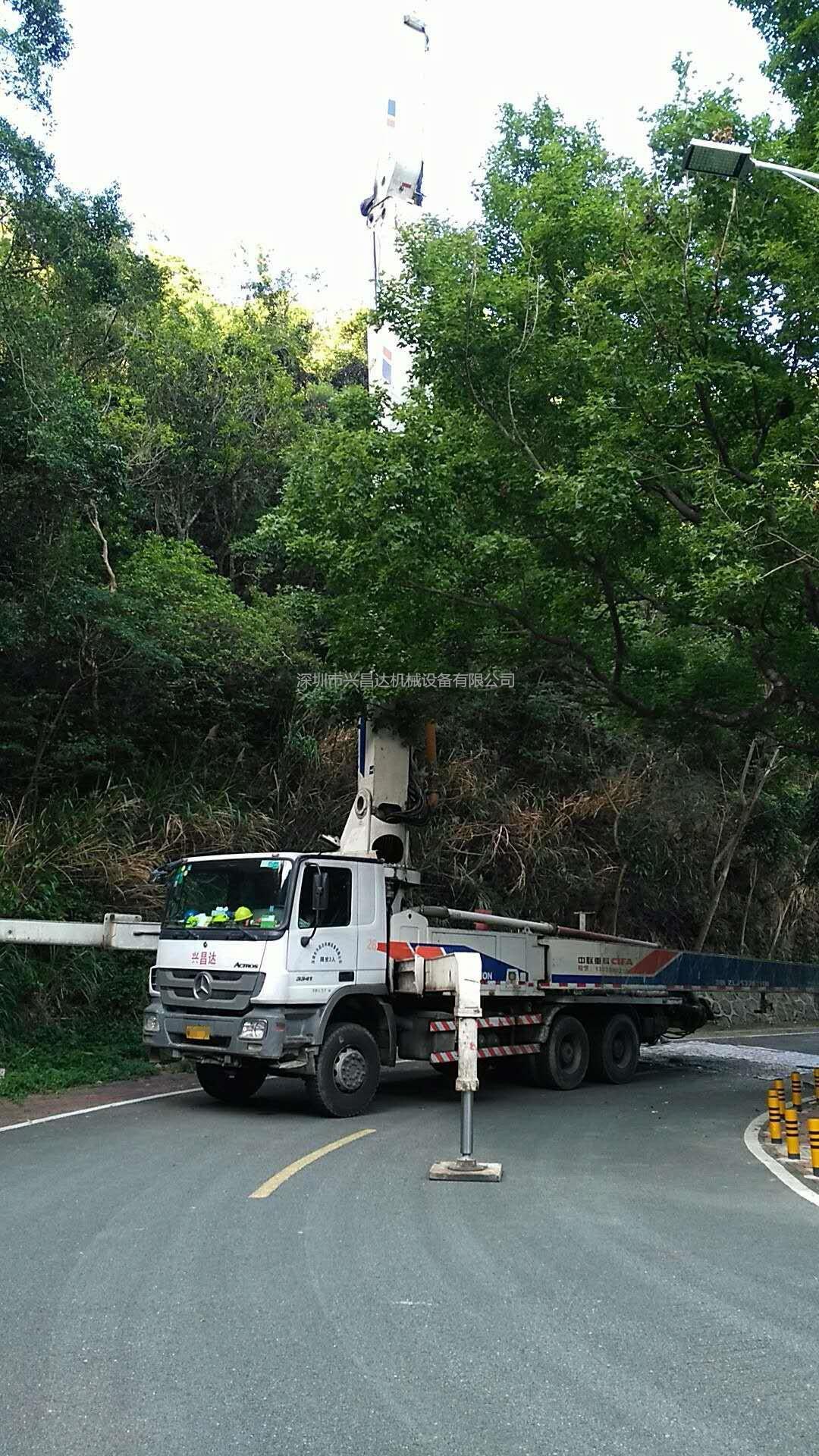 2012年4月47米大排量中聯重科泵車,奔馳底盤
