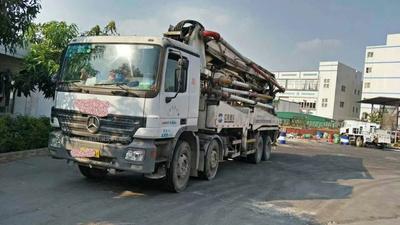 2007年6月国三绿标47米摆腿中联重科泵车,奔驰底盘