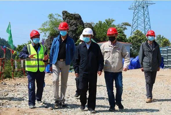 中擘卫星科技贵州有限公司:贵州又一风电场首座风机基础浇筑