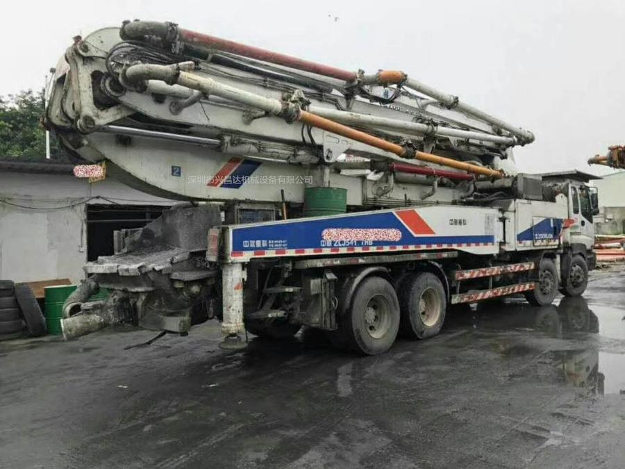 2011年6月48米四桥六节臂中联重科泵车,五十铃底盘