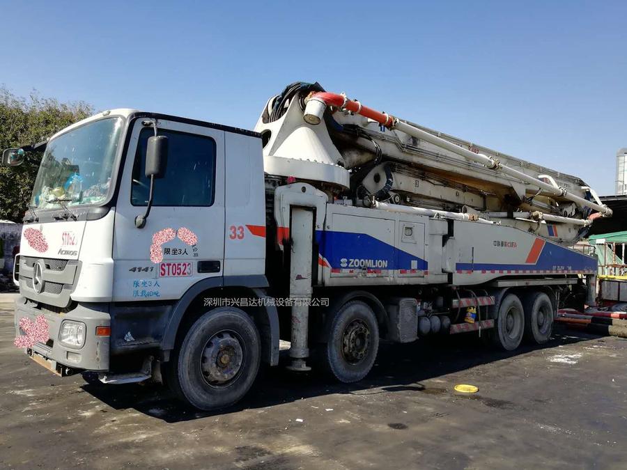 2012年8月52米六节臂中联重科泵车,奔驰底盘
