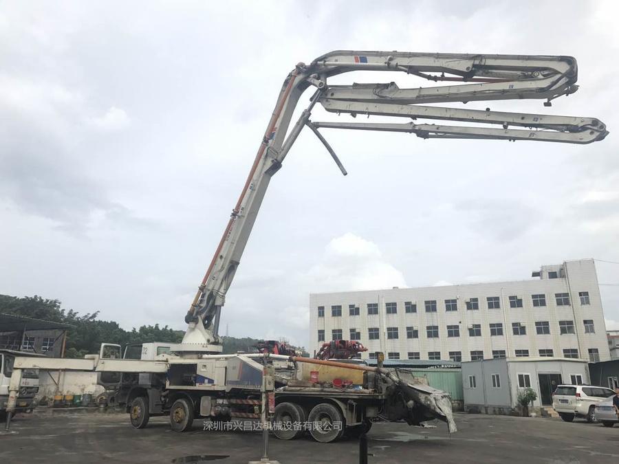 2012年9月份52米中聯重科泵車,奔驰底盘