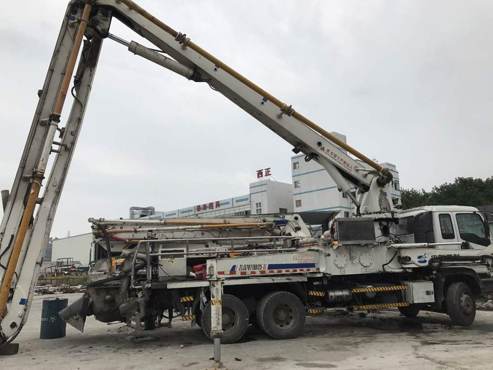 2007年底五十铃底盘37米中聯重科泵車,国三绿标